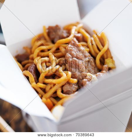 beef lo mein in take out box