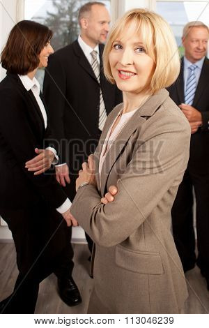 Femal Manager in front of her Team