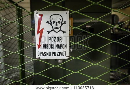 Bosnian electricity warning sign (eng. Caution. High Voltage. Life-threatening)