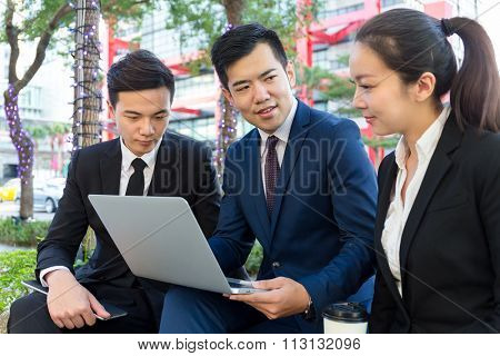 Group of business teammate discuss by using laptop computer