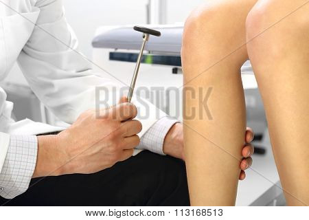 The woman at the doctor a neurologist