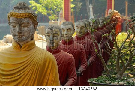 Buddhist statues in Hpa-An