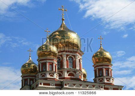 Купол церкви Покровского в Саратове