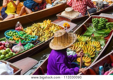 BANGKOK-DECEMBER 13: floating market Damnoen Saduak with unidentified people on December 13, 2014 in Bangkok, Thailand. The market that is a great tourist attraction is located on a Khlong in Thailand