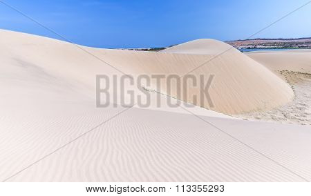 Path to the mountain of sand in the desert sand