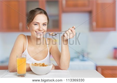 Young breakfast woman healthy lifestyle healthy food natural food view