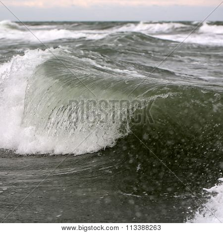 Big Wave Crests With Spindrifts