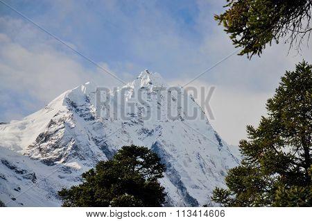 Long shot of the Manaslu mountain range