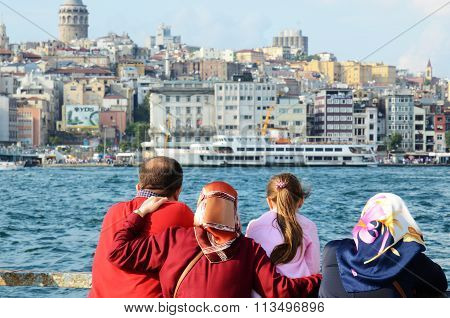 Turkish family is looking at the Bosporus