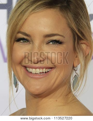 LOS ANGELES - JAN 6:  Kate Hudson at the Peoples Choice Awards 2016 - Arrivals at the Microsoft Theatre L.A. Live on January 6, 2016 in Los Angeles, CA