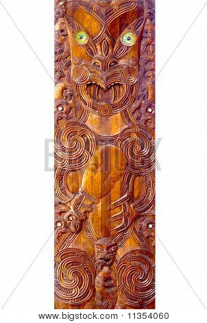 A close up des Schnitzwerks Maori Poupou