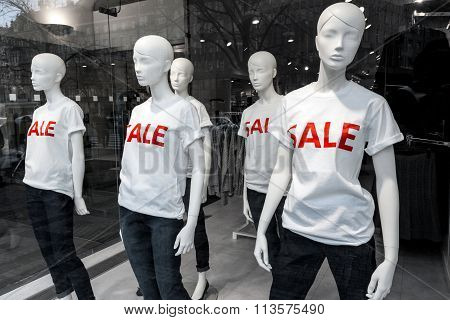 Window Display With Mannequins And Text Sale