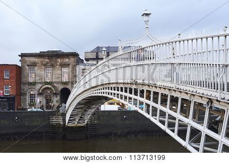 DUBLIN, IRELAND - JANUARY 05: Perspective view of Ha'penny Bridge over Liffey river. The bridge is the main access point to the touristic area of Temple Bar. January 05, 2016 in Dublin