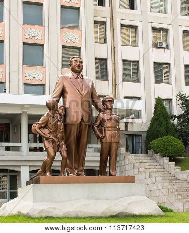 monument to Kim Il Sung in Pyongyang