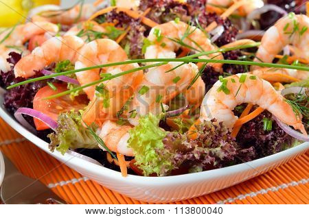 Italian salad with shrimps