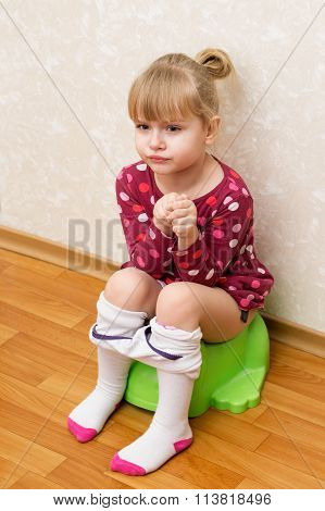 Little Girl Pissing On The Potty