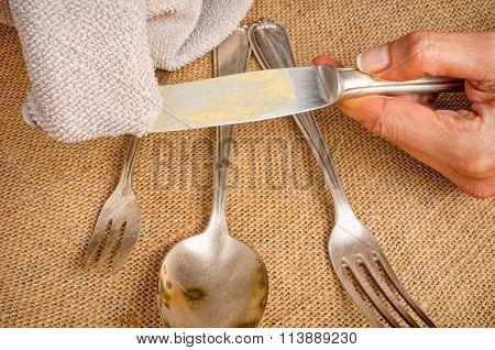 Cleanign Silverware