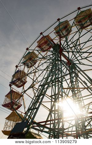 Silhouette - Ferris Wheel And Sunlight Effect