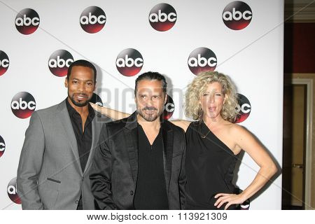LOS ANGELES - JAN 9:  Anthony Montgomery, Maurice Bernard, Laura Wright at the Disney ABC TV 2016 TCA Party at the The Langham Huntington Hotel on January 9, 2016 in Pasadena, CA