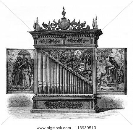 Kensington Museum, London, German portable organ of the sixteenth century, vintage engraved illustration. Magasin Pittoresque 1876.