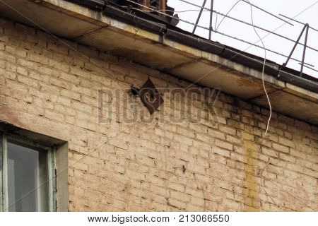 Fragment of the wall of an old apartment house. Metal screed. Old architecture