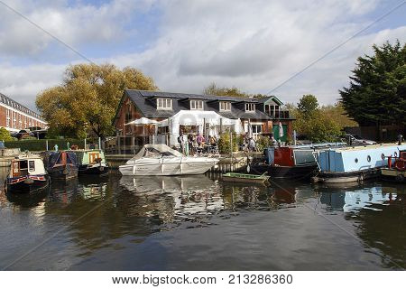Stratford upon Avon, UK: October 14, 2017: People arrive at The Marina Cafe Bistro for a meal and to enjoy the view of the river in the tourist town of Stratford upon Avon, England