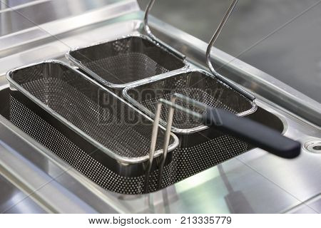 Deep frying surface for cooking in oil