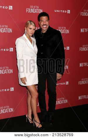 LOS ANGELES - NOV 9:   Sofia RIchie, Lionel Richie at the Patron of the Artists Awards 2017 at Wallis Annenberg Centeron November 9, 2017 in Beverly Hills, CA
