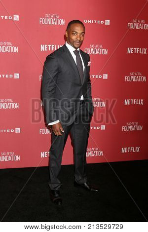 LOS ANGELES - NOV 9:  Anthony Mackie at the Patron of the Artists Awards 2017 at Wallis Annenberg Centeron November 9, 2017 in Beverly Hills, CA