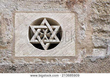 Pezenas, Herault, France - Aug 26 2017: Carved Stone Star Of David Set Into A Round Opening In A Sto