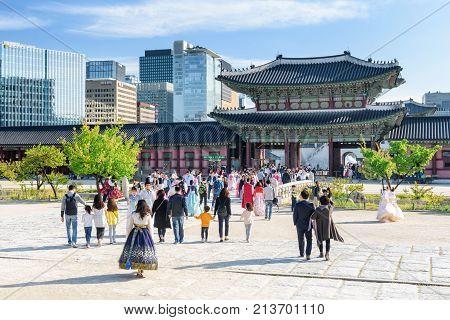 Tourists Wearing Korean Traditional Dress In Gyeongbokgung