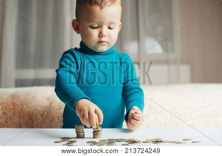 Child Coins Hands Slivaet In The Stack