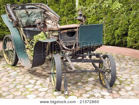 Antique Green Carriage With Metal Wheels