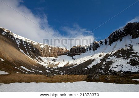 Isafjordur Mountain Bowl