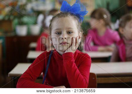 Belarus, The City Of Gomel, May 16, 2016. Kindergarten Volotovskaya.beautiful Girl, The Child Is Sit