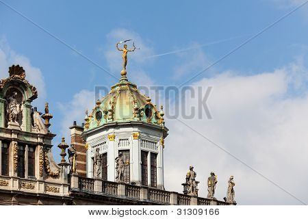 Detail of roof and gold statues on roof of Maison du Roi d Espagne in Grand Place Brussels poster