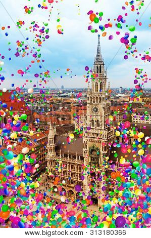 Munich, Marienplatz And Townhall With Air Balloons