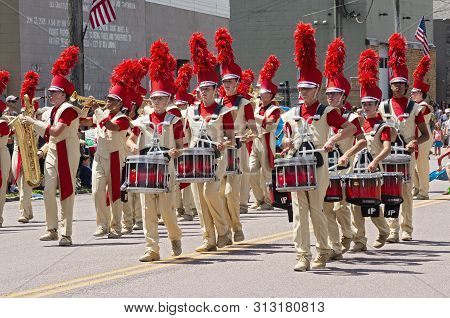 Mendota, Mn/usa -july 13, 2019: The Sibley High School Marching Band Performs In The Street At Annua