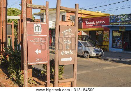 Bonito - Ms, Brazil - June 24, 2019: Informative Boards Of Tourist Destinations Of Bonito At The Mai