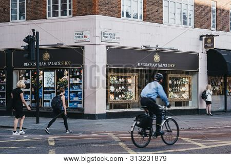 London, Uk - July 15, 2019: Pedestrians And Cyclist In Front Of Buckingham Palace Shop, London, A Ro