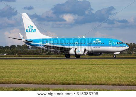 Amsterdam / Netherlands - August 14, 2014: Klm Boeing 737-700 Ph-bgo Passenger Plane Landing At Amst