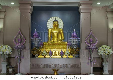 Watpanyanantaram, Thailand - July 14, 2019: Beautiful Buddha Statues In Mahabodhi Stupa Bodh Gaya In