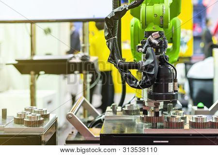 High Technology & Precision Robot Grip With Camera And Automatic Clamp Or Chuck For Inspection Detec