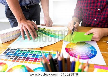 Graphic Designers Choose Green Tones From The Color Bands To Design Ideas, Creative Designs, Graphic