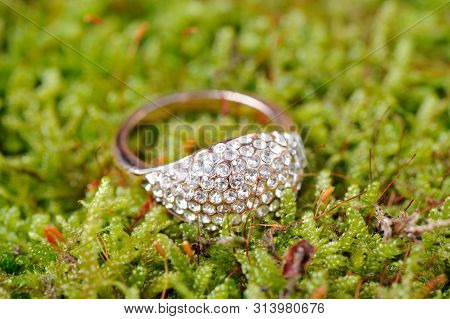 Shiny Gold Ring With Cubic Zirconia (diamond Substitute) On Green Moss