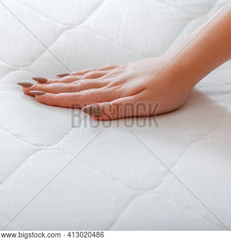 Choice Comfortable Mattress For Sleep In Store. Quality Control Hardness Of White Mattress. Woman Ch