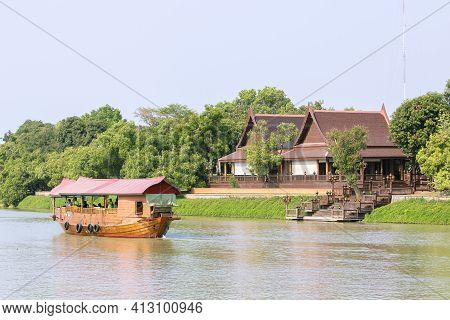Scenery On Both Sides Of The Chao Phraya River And A Sightseeing Boat In Ayutthaya Province In Thail