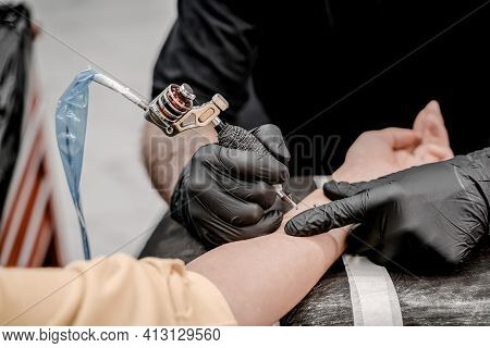 Close Up Of The Tattoo Machine. Tattooing. Man Creating A Picture On His Hand By A Professional Tatt