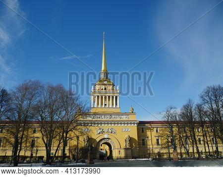 St. Petersburg, Russia, March 12, 2021.admiralty Building, Main Entrance With A Tower And A Golden S