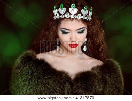 Beautiful Woman In Luxury Fur Coat. Jewelry And Beauty. Fashion Photo